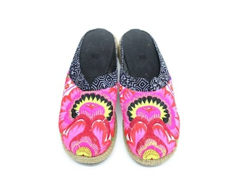 Vintage Clogs Size 7And 7.5 HMONG Fabric Hand Embroidered Laced Boots Thailand (SD026.4)