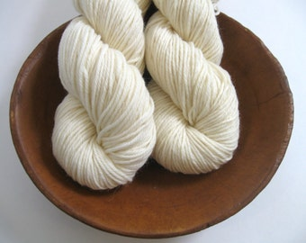 Undyed Worsted Yarn 100% Superwash Merino 4 ply Ecru Fiber Knitting Dyeing