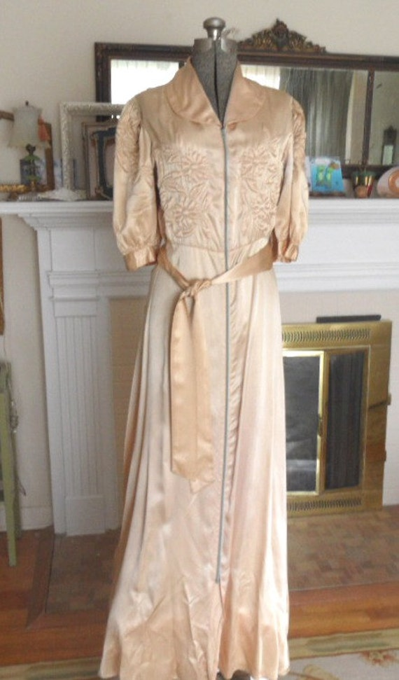 1940's Long Dressing Gown with trapunto quilting / by HandPycd