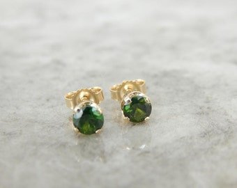 Green Demantoid Garnet Stud Earrings In Yellow Gold RX6L41-N