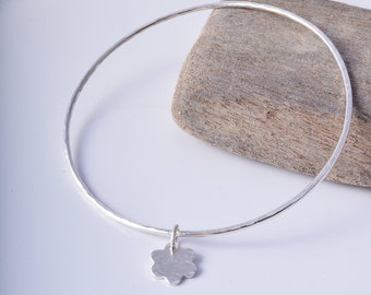 Sterling Silver Round Hammered Bangle with Daisy Charm 925 silver stacking bangle