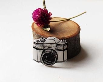 Free shipping Canon Nikon camera brooch pin Camera  jewelry Camera  gifts Camera photographer  gift under 25  (0122)