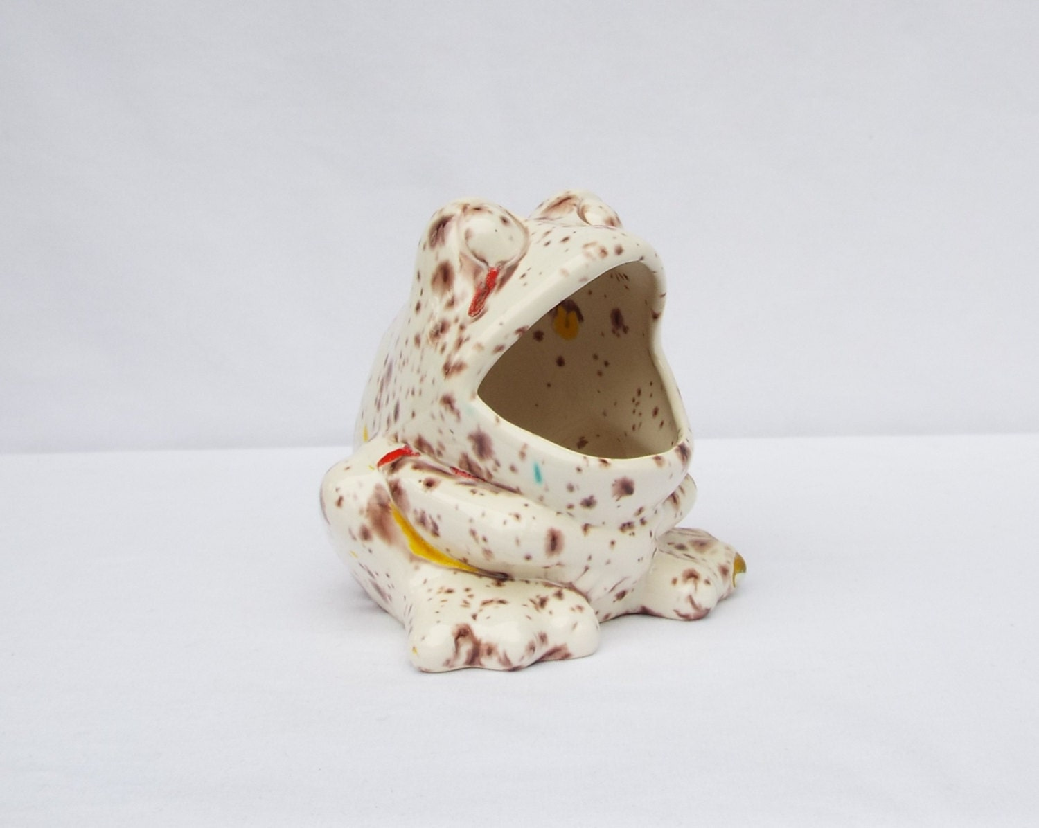 Frog scrubby sponge holder white with brown by leviladyceramics - Frog sponge holder kitchen sink ...