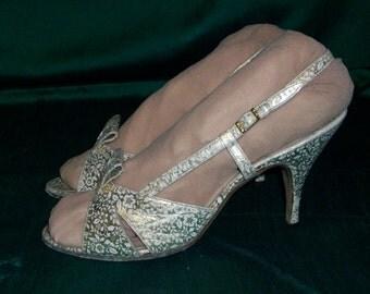 Beautiful 1950s gold lame printed peep toe stilettos US 6 1/2 UK 4 1/2 pinup