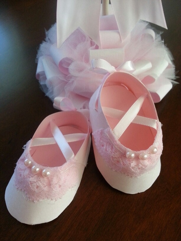 set of ten pink lace ballerina shoe favors by thecarriageshoppe