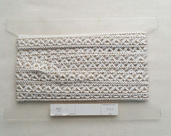 Beautiful embroidered white and gold trimming. Great for costumes, edgings and home-wares. Joblot/wholesale quantity