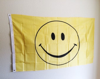VTG 90's Smiley Face Flag