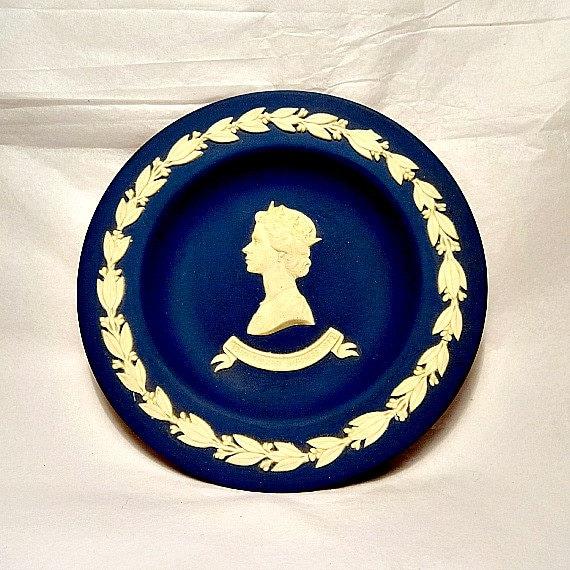 Dating wedgwood blue jasperware
