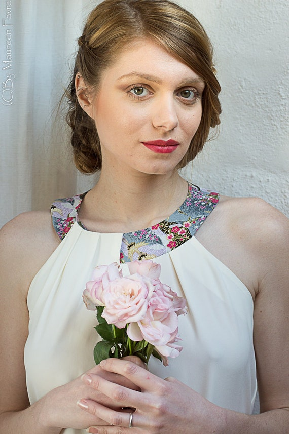 White summer dress in crepe. Necklace in Japanese fabric. Ideal for weddings, bridesmaids, ceremonies. Other Colors available