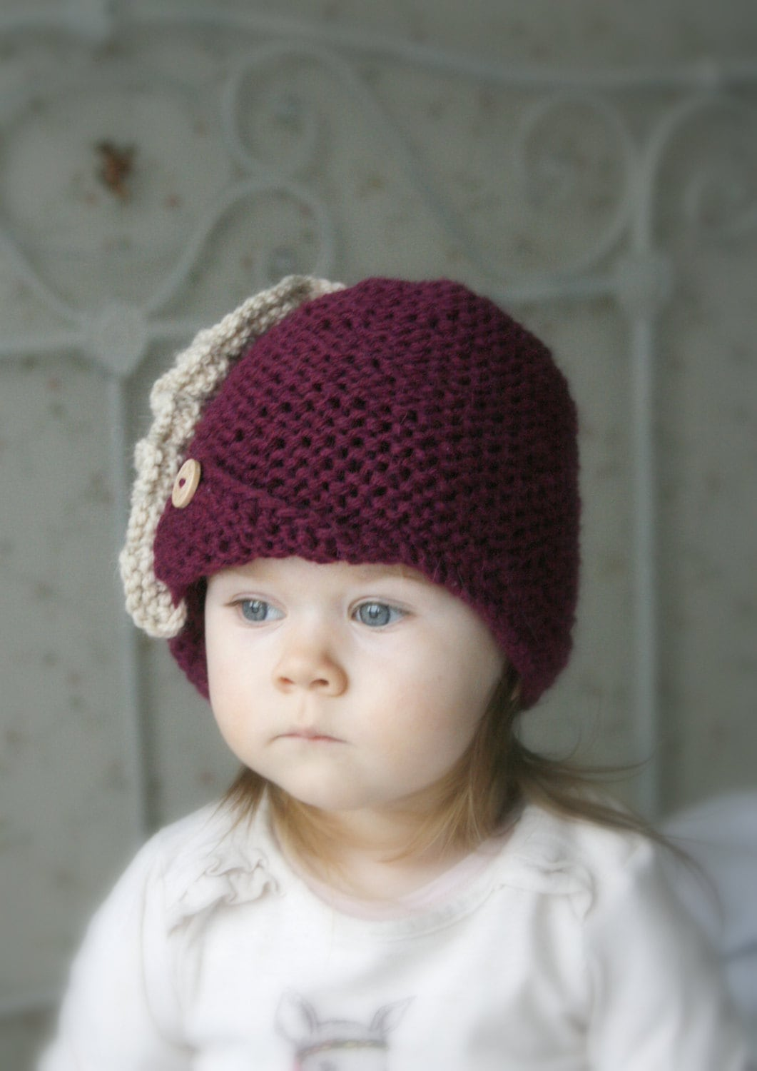 KNITTING PATTERN Downton Abbey cloche Andra with a ruffles and buttons (baby,...