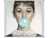GLAMOUR // The magnet // Audrey Hepburn