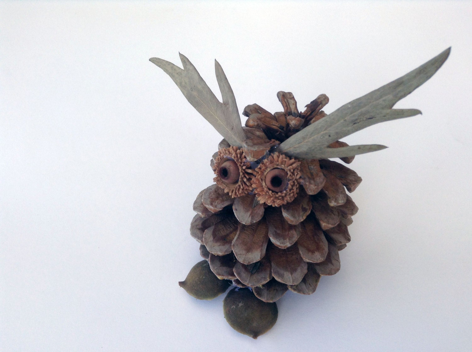 Diy projects diy crafts pine cone owl diy home by for Pine cone art projects