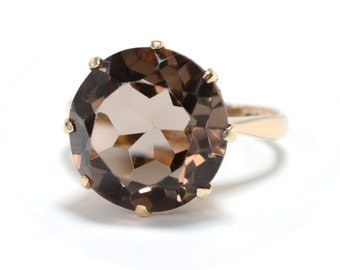 Big 9K Gold & Smoky Quartz Solitaire Ring - Size 6