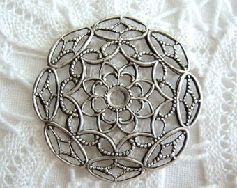 2 - Antique silver plated round filigree stampings - TT152
