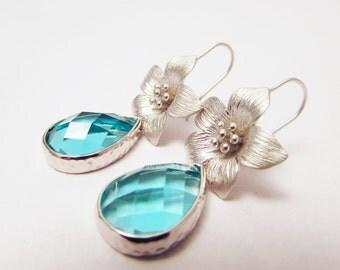 Aqua Blue Faceted Crystal and Flower Dangle Earrings, Wedding Jewellery, Bridesmaids Earrings, Wedding Gift, Blue Earrings