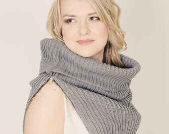 Grey Clever oversize scarf with functional zipper. Neck warmer