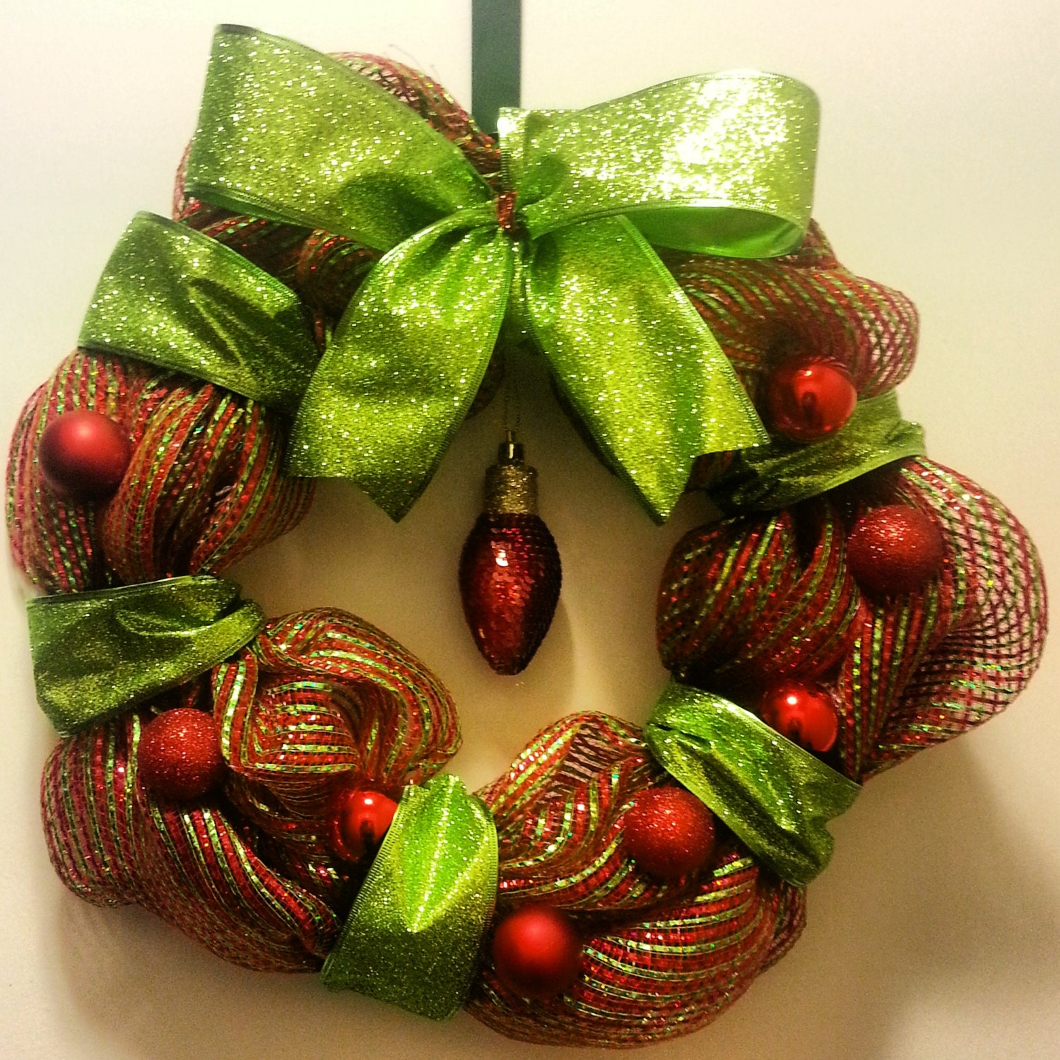 Red/Green CHRISTMAS Light Wreath. BIG Bow. Ornaments. Gift