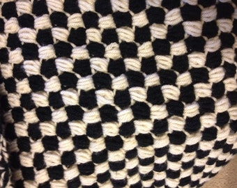 Black and white cozy puff blanket