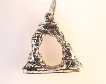 Sterling Silver 3-D DELICATE ARCH Charm Pendant Arches National Park Utah Moab .925 Sterling Silver New tr39