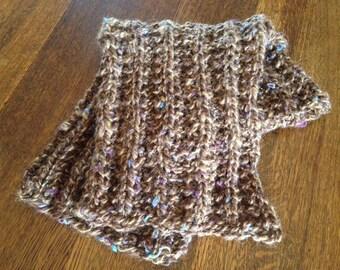 Hand knit scarflette