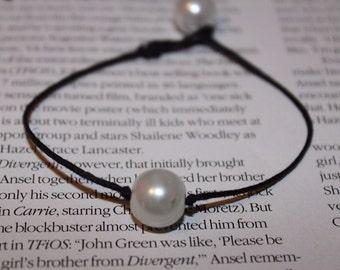 Single pearl knotted bracelet
