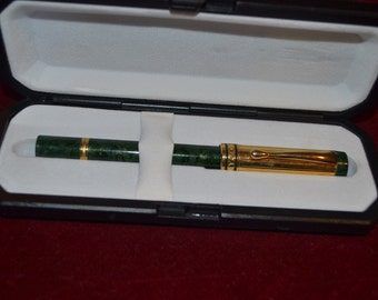 Vintage fountain pen Sergio Zatti in a beautiful green colour and gold plated details tjan76