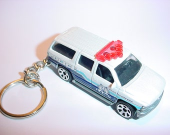 3D 2000 Chevrolet Suburban police custom keychain by Brian Thornton keyring key chain finished in white color trim metal body k9 cop pos suv