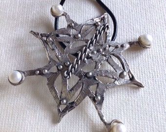 Mandala pendant in silver Pearl &
