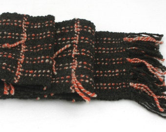 Scarf, hand spun and hand woven 100% wool. Classic style, individually made with traditional cottage equipment.