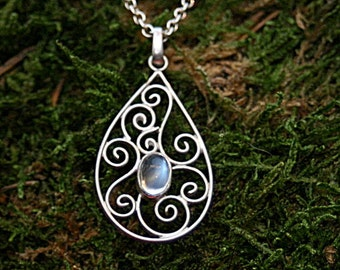 filigree worked, drop shaped spiral pendant with rainbow moonstone incl. chain