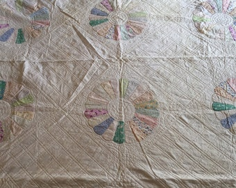 Dresden Plate Pattern, Very Intricately Hand Stitched, Pastel Colored Quilt