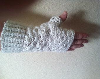 Shell Stitch Fingerless Gloves