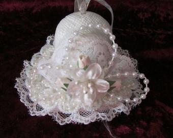 Porcelain bonbonniere hat