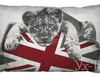 Дизайнерская подушка с авторским принтом ручной работы. Pillow handmade