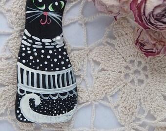 Black ceramic cat brooch