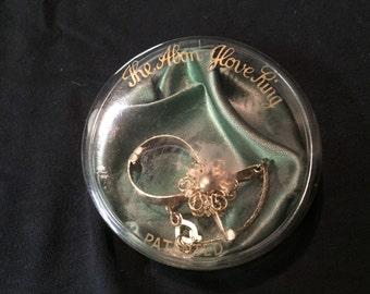 Vintage Abon glove ring