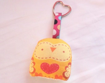 "keychain--- ""mini owl -- "" öökull "" (yellow)-- plush art doll --- heart keyring -- (ship in 3 days)"