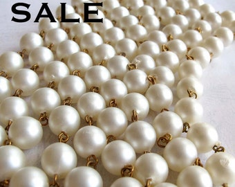 Vintage Faux Pearlized Plastic Beaded Chain (5 Feet) (C642) SALE - 25% off