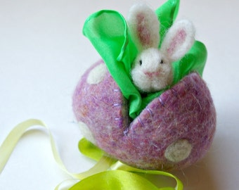 Hollow Wool Easter Egg with Bunny : Sweet Something in Darling (Silk and Wool Surprise Easter Egg)