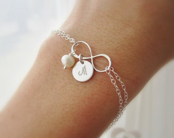 Silver infinity bracelet Freshwater pearl bracelet Gift for Mom jewelry Personalized mothers bracelet Silver initial bracelet Grandma gift