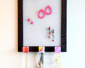 Jewelry organizer that hangs on wall