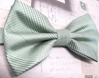 Mens Bowtie. Green Plaid Bowtie With Matching Pocket Square Option