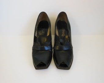 40s shoes / My Kind of Peeps Vintage 1940's Peeptoe Shoes