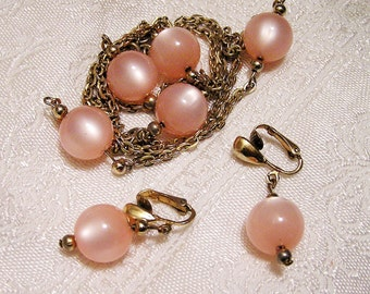 Vintage Pink Moonglow Lucite Necklace and Earrings. (J30)