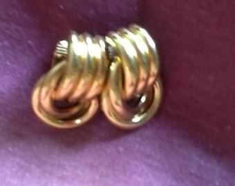 Golden knotr clip earrings