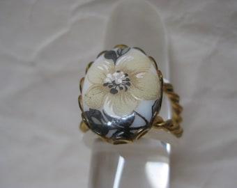 Flower Gold Ring Vintage Adjustable Glass Off White