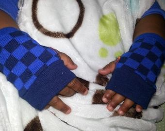 Infant Boy fingerless gloves, mittens, hand warmers, racer checker flags, navy checks #GLV95