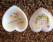Fenton Signed Hand Painted Heart Shaped White Satin Ribbed Milk Glass Trinket Box WINDOW SCENE 2011