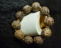 Bracelet graines et métal doré