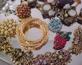 REDUCED 50%~-CLEARANCE ~ JEWELRY Lot~More than 60 Pc.~Signatures Rhinestones Exceptional Lot